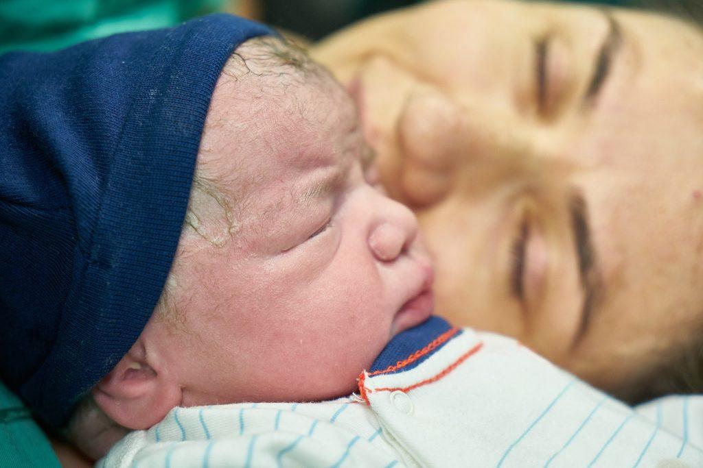 Alargar la baja de paternidad o la de maternidad