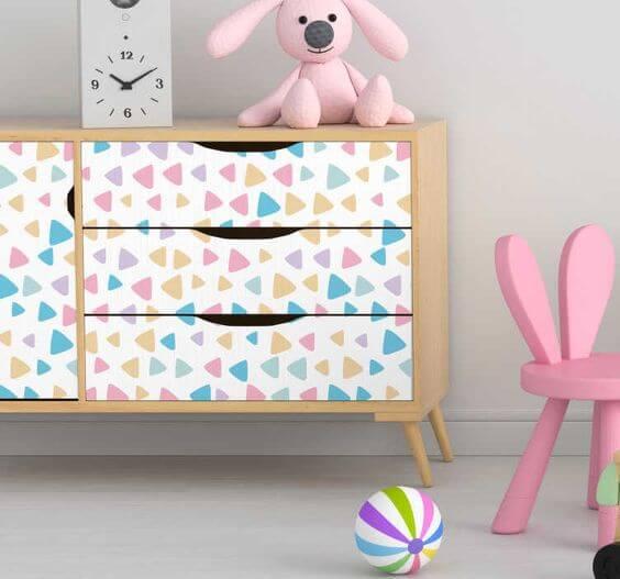 Mueble con vinilo infantil